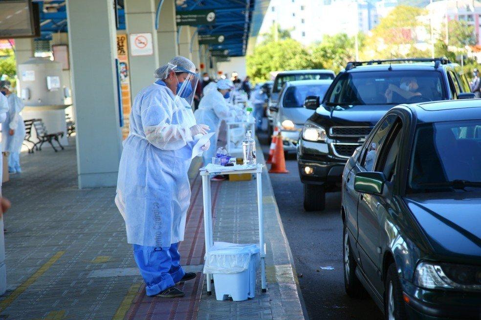Testes em drive-thru em Florianópolis