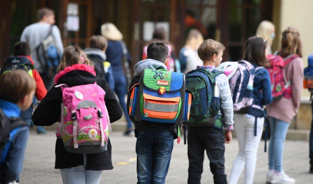 Crianças transmitem pouco a covid-19 na escola, diz estudo | Exame