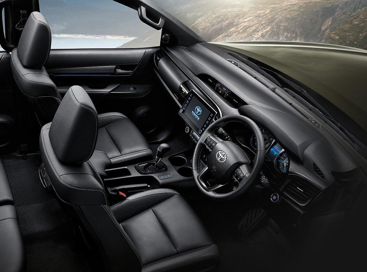 hilux-interno Toyota Hilux 2021 é apresentada ao mercado e confirmada no Brasil