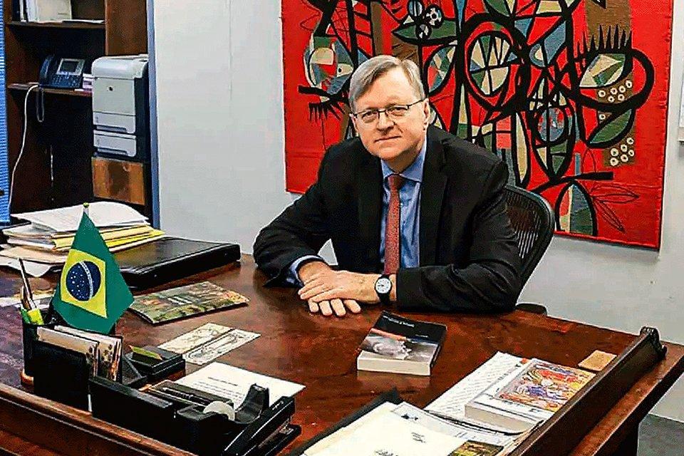 Diplomata de carreira, Nestor Forster trabalha na embaixada brasileira nos EUA
