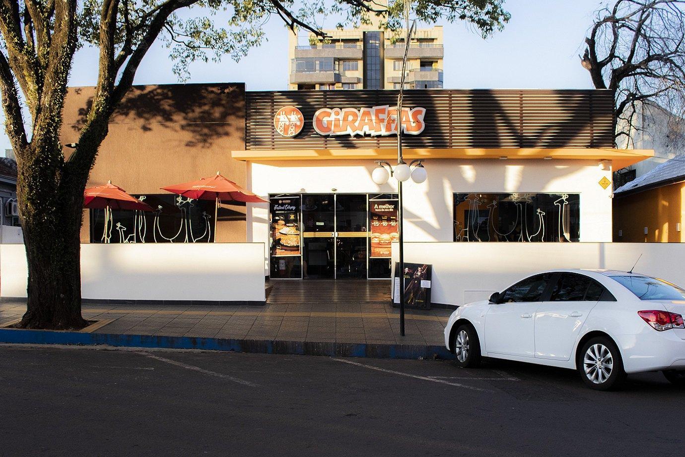 Loja do Giraffas: Rede de fast food inova para enfrentar a crise