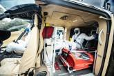 Helicóptero da Air Jet, com maca adaptada para receber pacientes de covid