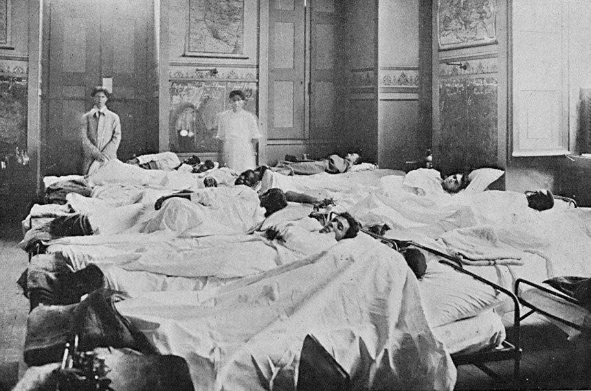 Doentes em enfermaria no Rio em 1918: epidemia de gripe forçou governo a organizar bases da rede pública de saúde
