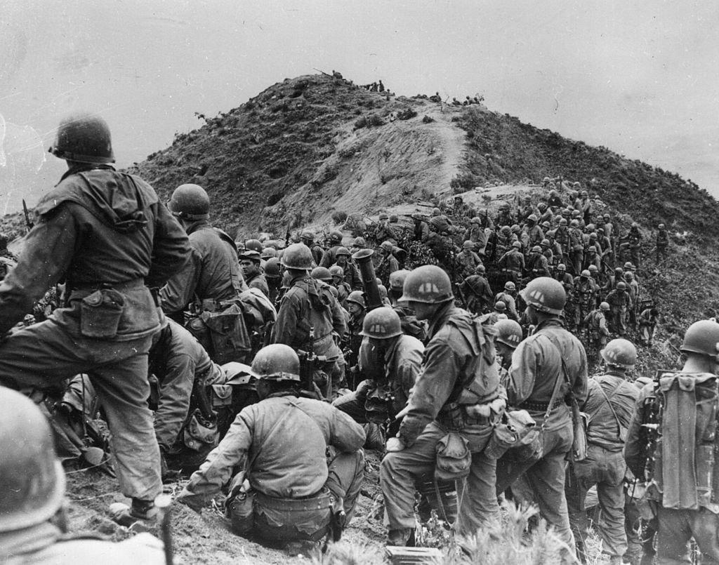 Soldados americanos em Guerra da Coreia, no ano de 1951: um dos embates gerados pela Guerra Fria