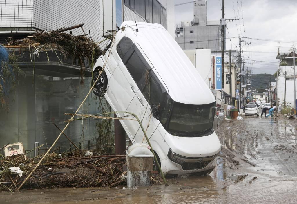 Inundações transformam ruas em rios e deixam ao menos 44 mortos no Japão