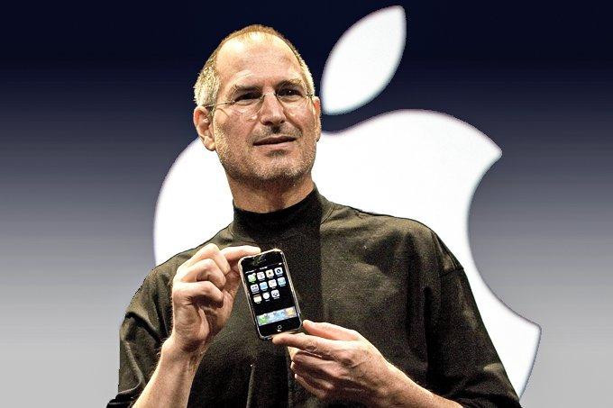Steve Jobs no dia do anúncio do iPhone de primeira geração em 2007