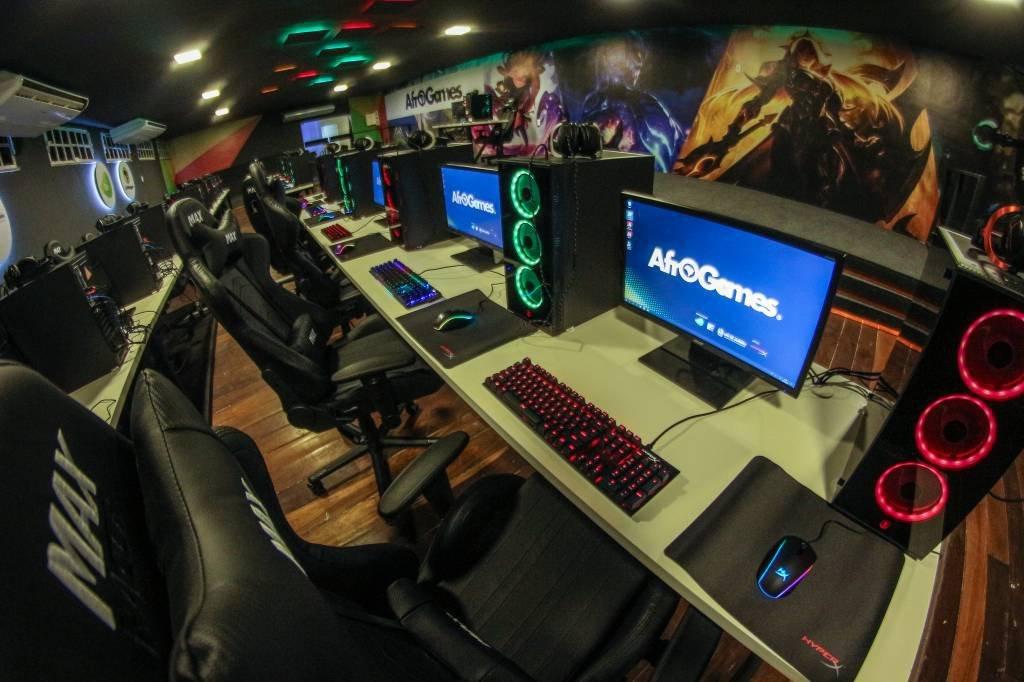 Sala de computadores da Afrogames, no Rio de Janeiro