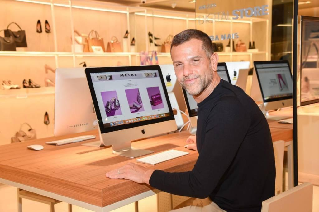 Alexandre Birman, presidente da Arezzo & Co, na nova loja digital da empresa