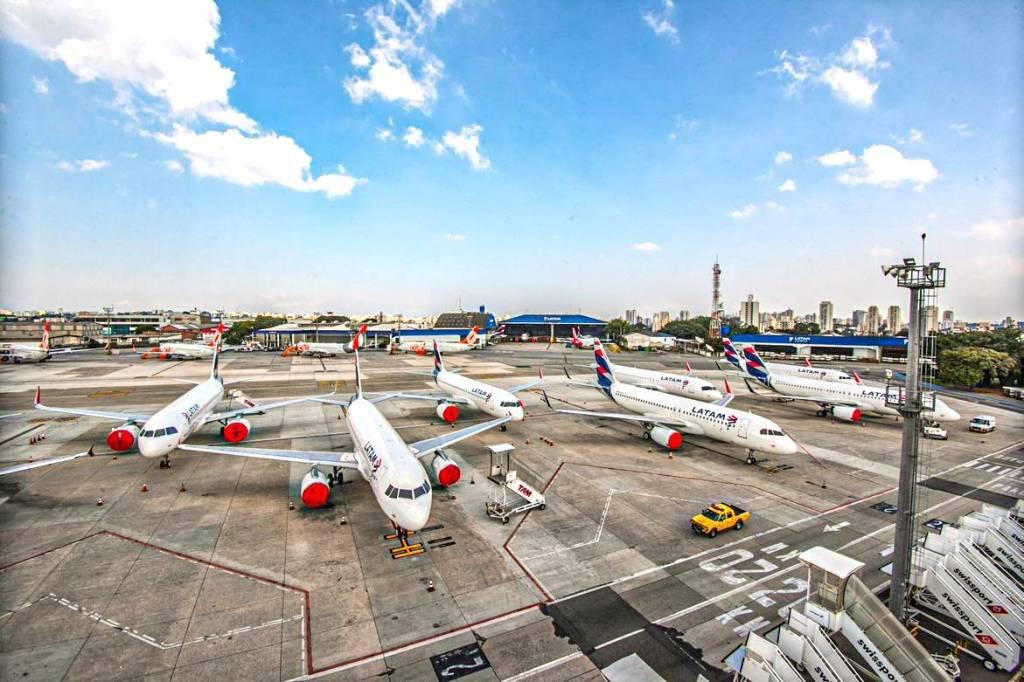 Aviões estacionados em Congonhas na pandemia