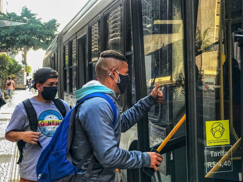 Coronavírus – Transporte público, Pontos de ônibus na região da Avenida Paulista x Consolação. São Paulo – SP
