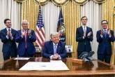 Trump anuncia acordo entre Emirados Árabes Unidos e Israel na Casa Branca em Washington