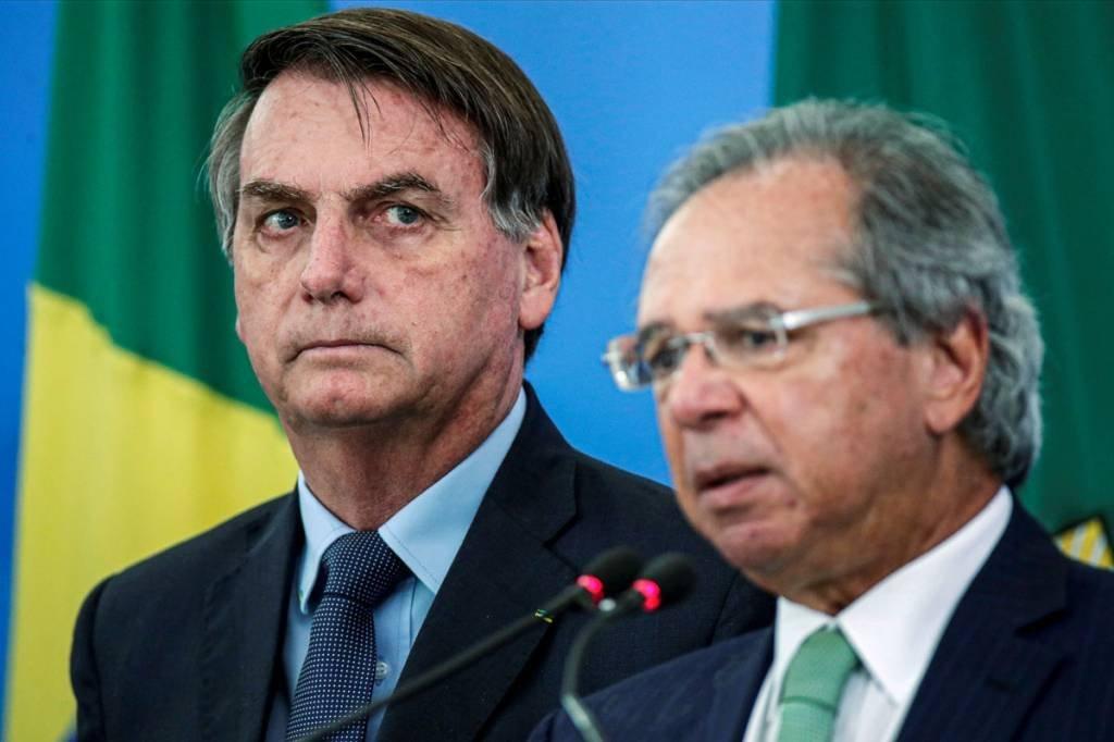 O presidente Jair Bolsonaro e o ministro da Economia, Paulo Guedes, anunciam medidas econômicas, em meio à pandemia do novo coronavírus