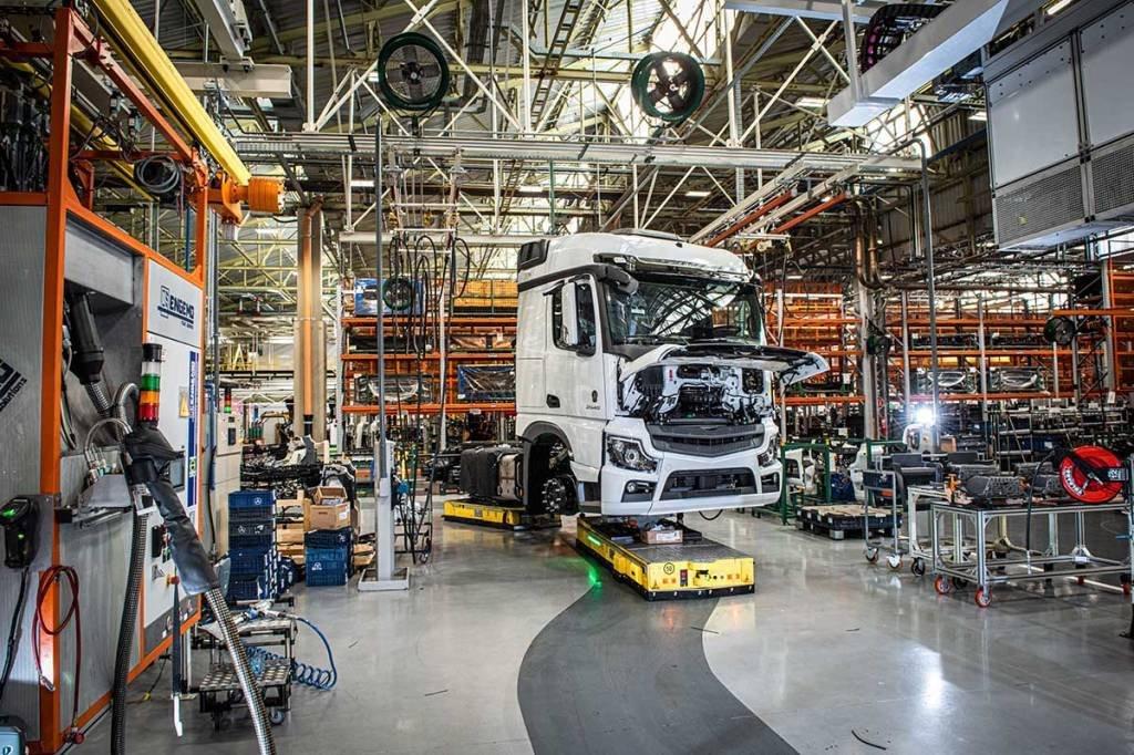 Merces Benz; fábrica; autoindustria, caminhão; produção; São Bernardo SP; automação; Robô