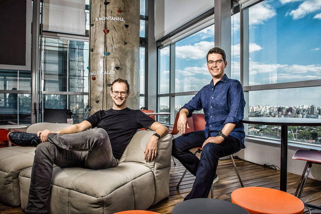 loft startup unicórnio Florian Hagenbuch (esquerda); Mate Pencz da Loft Foto: Germano Lüders 11/08/2020