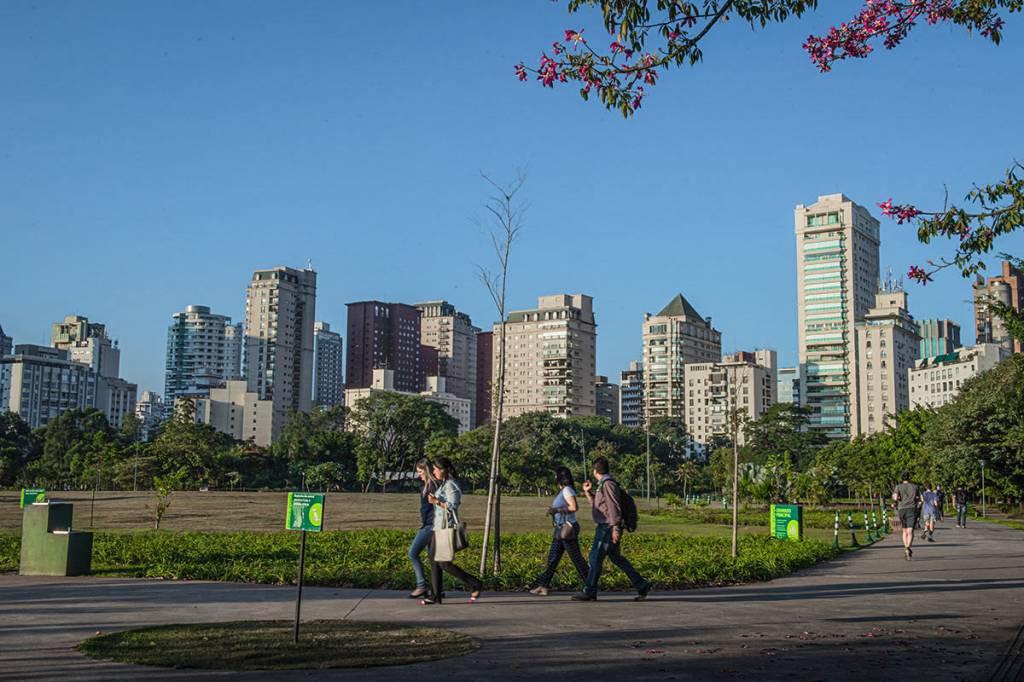 Parque do povo; Vila Olimpia, Caminhada; prédios residencias
