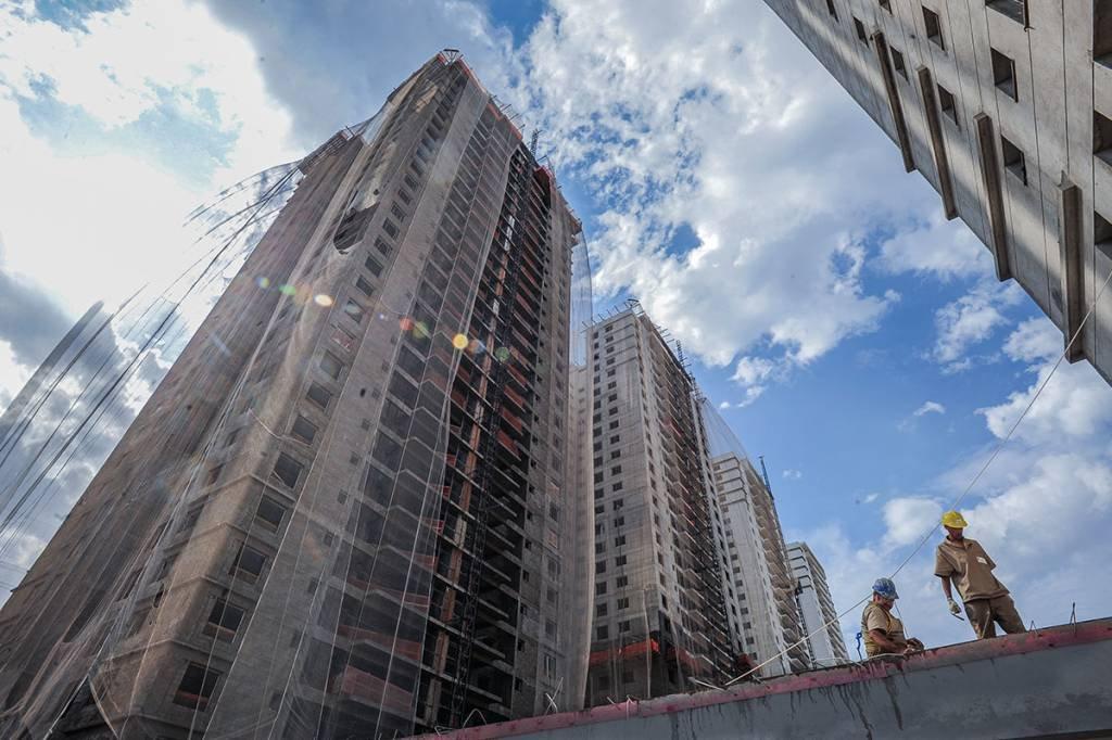 Construção; operários; prédios; marquise
