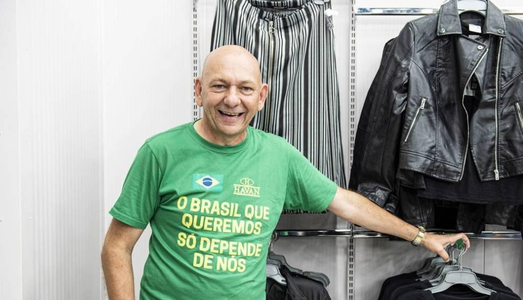 Luciano Hang, cofundador do Grupo Havan, durante a inauguração oficial da nova loja de varejo da empresa em Indaiatuba, São Paulo, Brasil, na quinta-feira, 6 de abril de 2019. Hang, um excêntrico de 56 anos que é dono da rede de grandes lojas Havan, é uma estrela do rock do varejo no Brasil, um evangelista do mercado livre e indiscutivelmente o impulsionador mais apaixonado de Jair Bolsonaro na comunidade empresarial. Fotógrafo: Tommaso Rada / Bloomberg via Getty Images