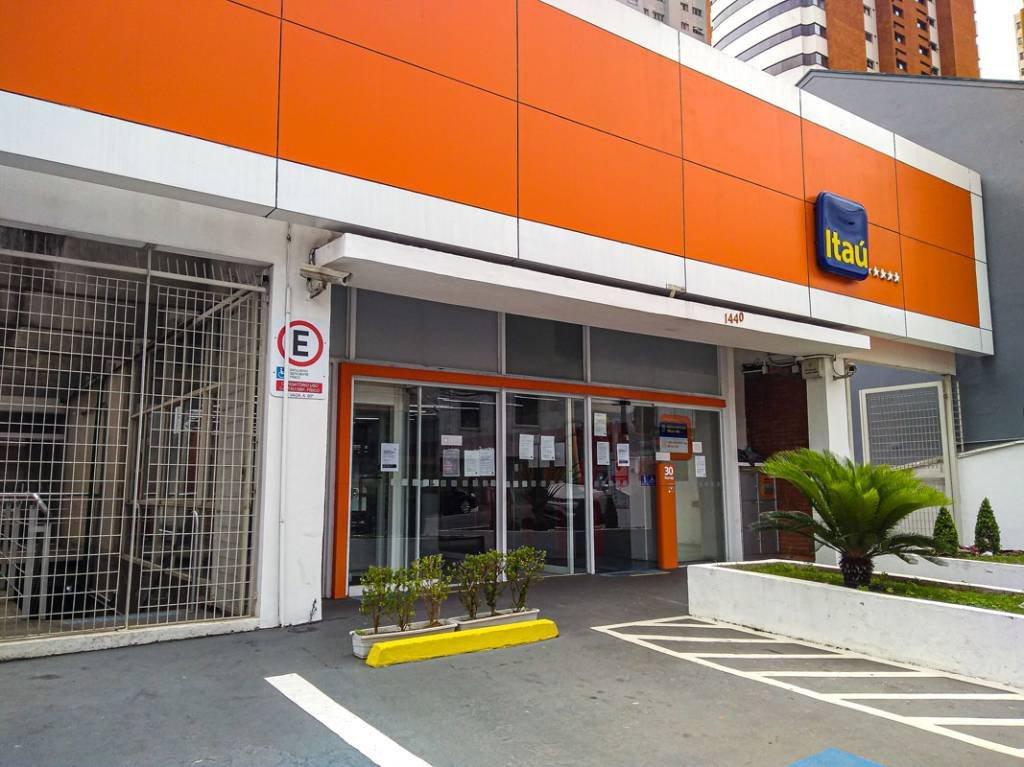 Fachada do banco Itaú na rua Cardoso de Almeida, em Perdizes
