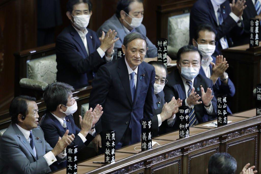 Yoshihide Suga é eleito primeiro-ministro do Japão