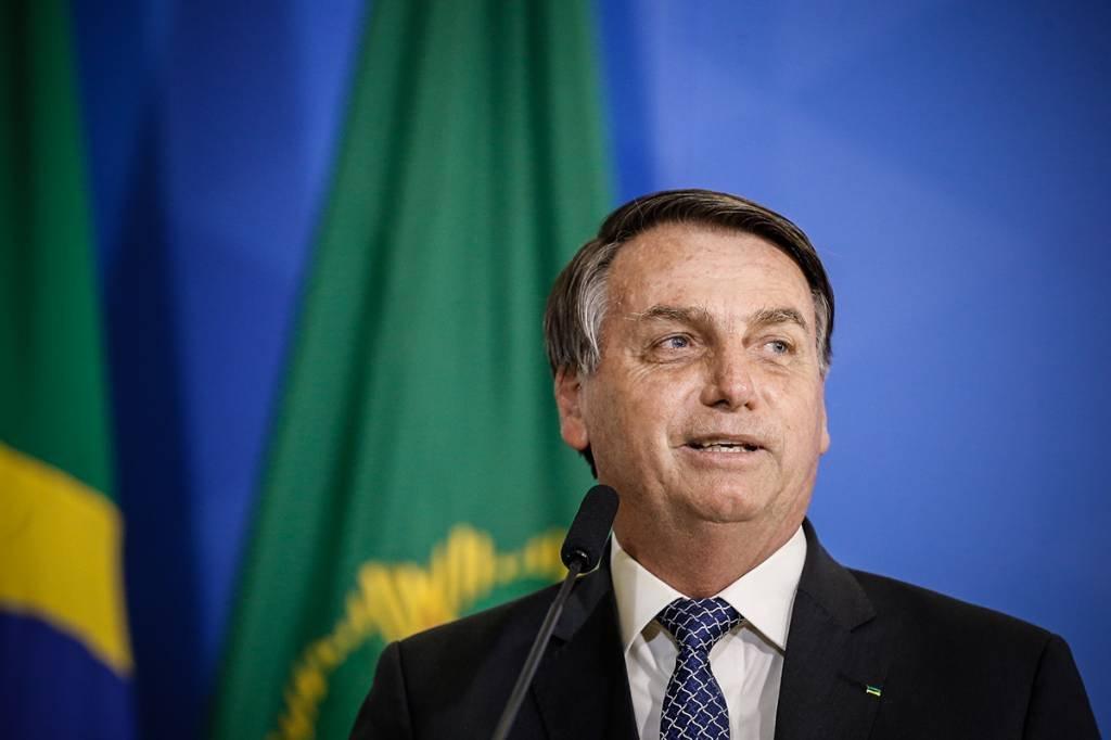 Bolsonaro fala em prorrogar auxílio emergencial até fim do ano