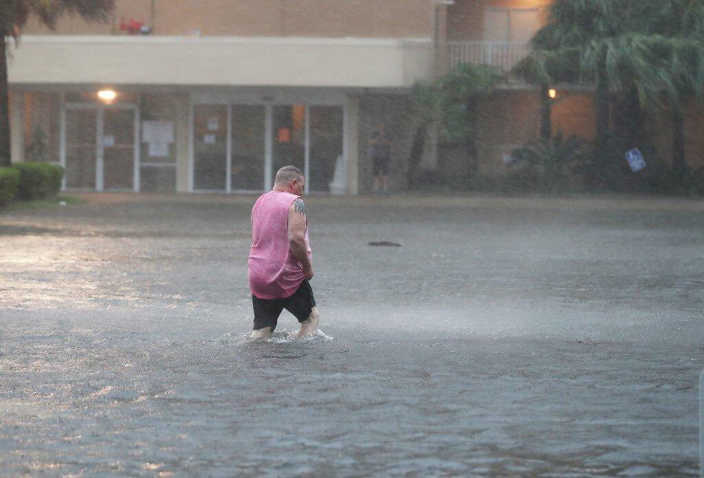 Furacão Sally atinge Estados Unidos com a previsão inundações históricas