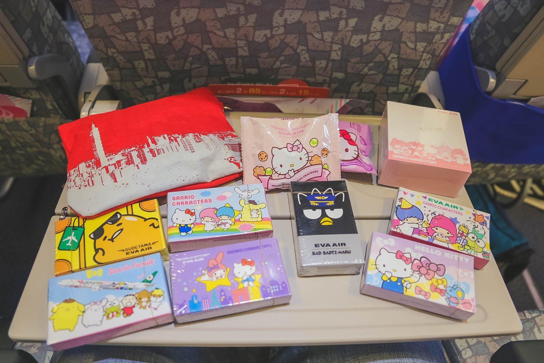 Passageiros de voo temático ganharamb brindes da Hello Kitty da Eva Air