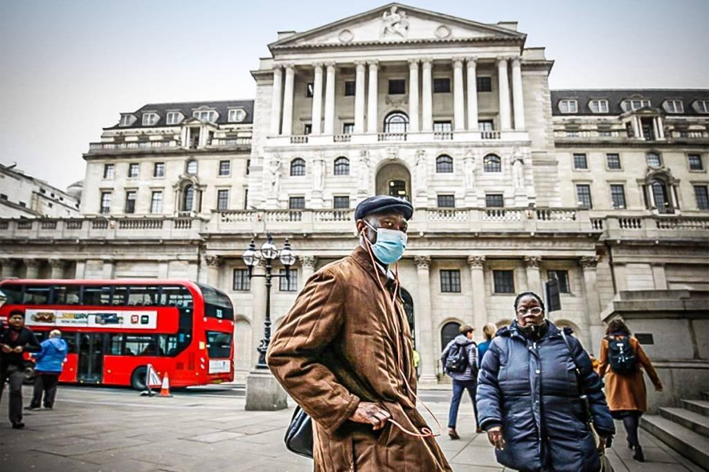 Máscaras em Londres: bolsas em alta na Europa, mas índices futuros em baixa nos Estados Unidos