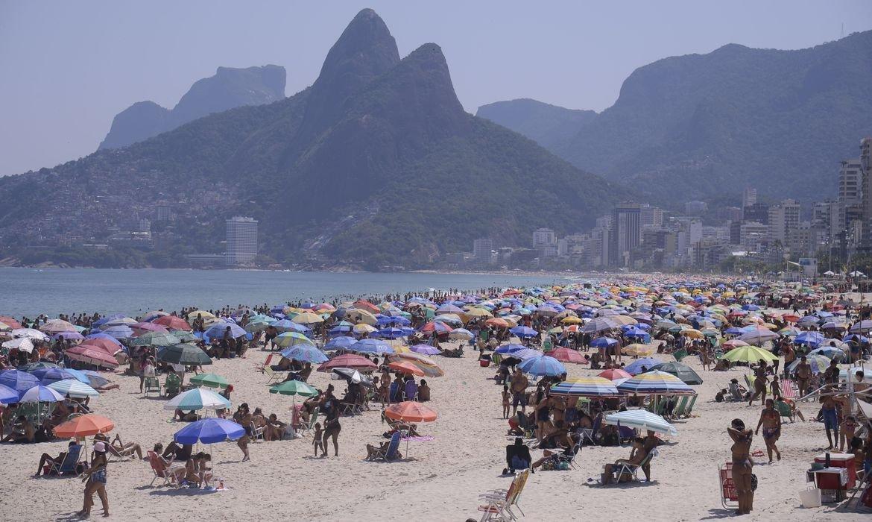 Praias do Rio voltam a ficar lotadas neste domingo de calor