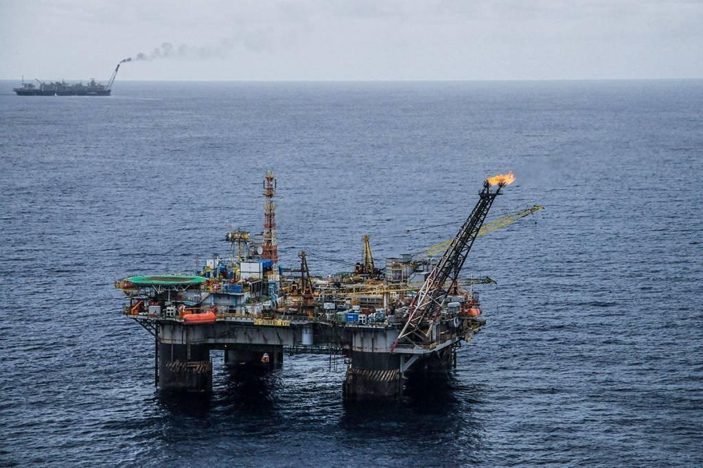 Plataforma P-18; Campo de Marlin; Bacia de Campos; Petrobras; Petróleo