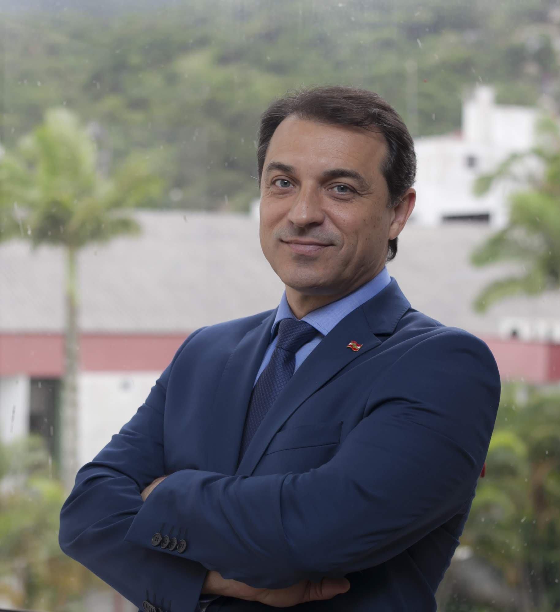 Governador de Santa Catarina é afastado em processo de impeachment | Exame