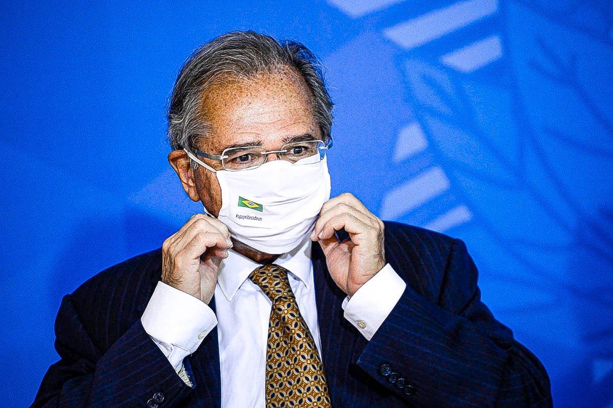 O ministro da Economia, Paulo Guedes, durante cerimônia de sanção do projeto de lei (PL 1.095/2019) que aumenta pena para crimes de maus-tratos a animais.