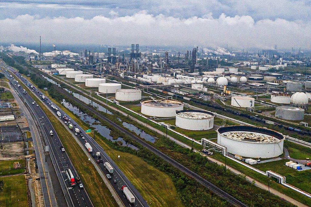 Furacão gera maior interrupção em 15 anos na produção de petróleo dos EUA