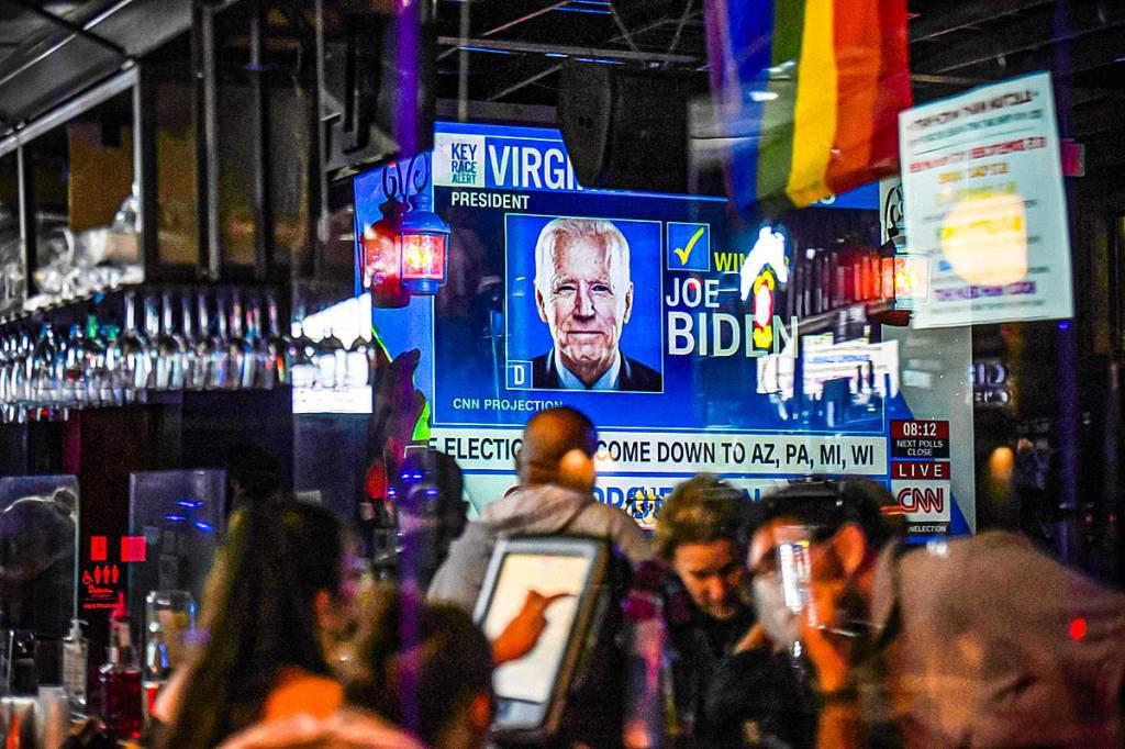 Apoiadores de Biden se reúnem para uma festa de vigia no dia da eleição em Houston, Texas, EUA, 3 de novembro de 2020. REUTERS / Callaghan O'Hare