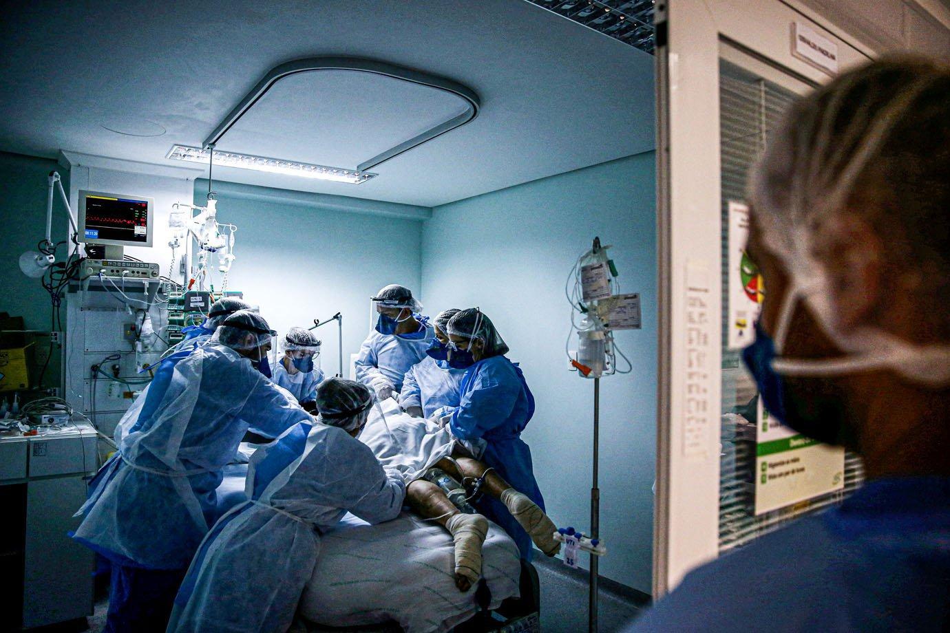 Brasil pode ter 4 mil mortes diárias pela covid-19 no fim de abril | Exame