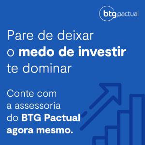 Banner azul do BTG Pactual com letras brancas sobre deixar medo de <ins id=