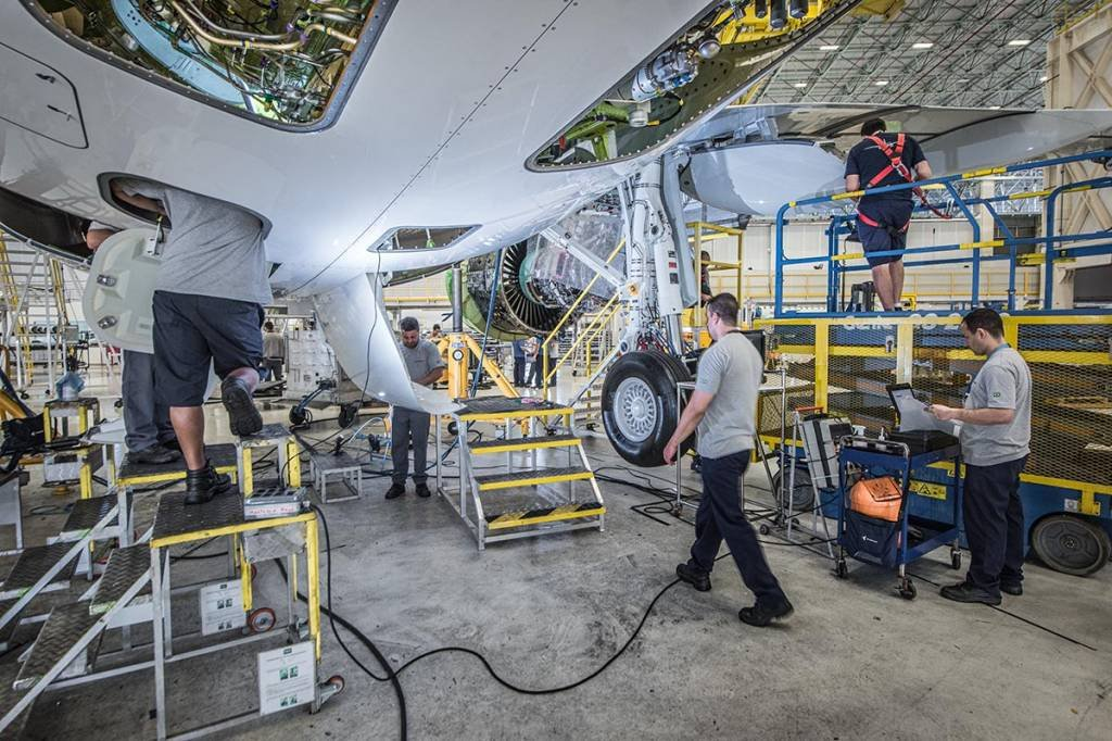 Produção; Embraer; Aviação; Tecnologia; Avião; Trabalhador
