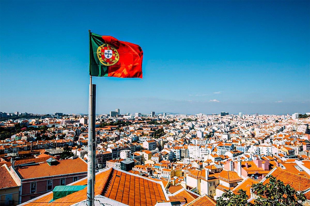 Brasileiros lideraram pedidos para residir em Portugal em 2020 | Exame