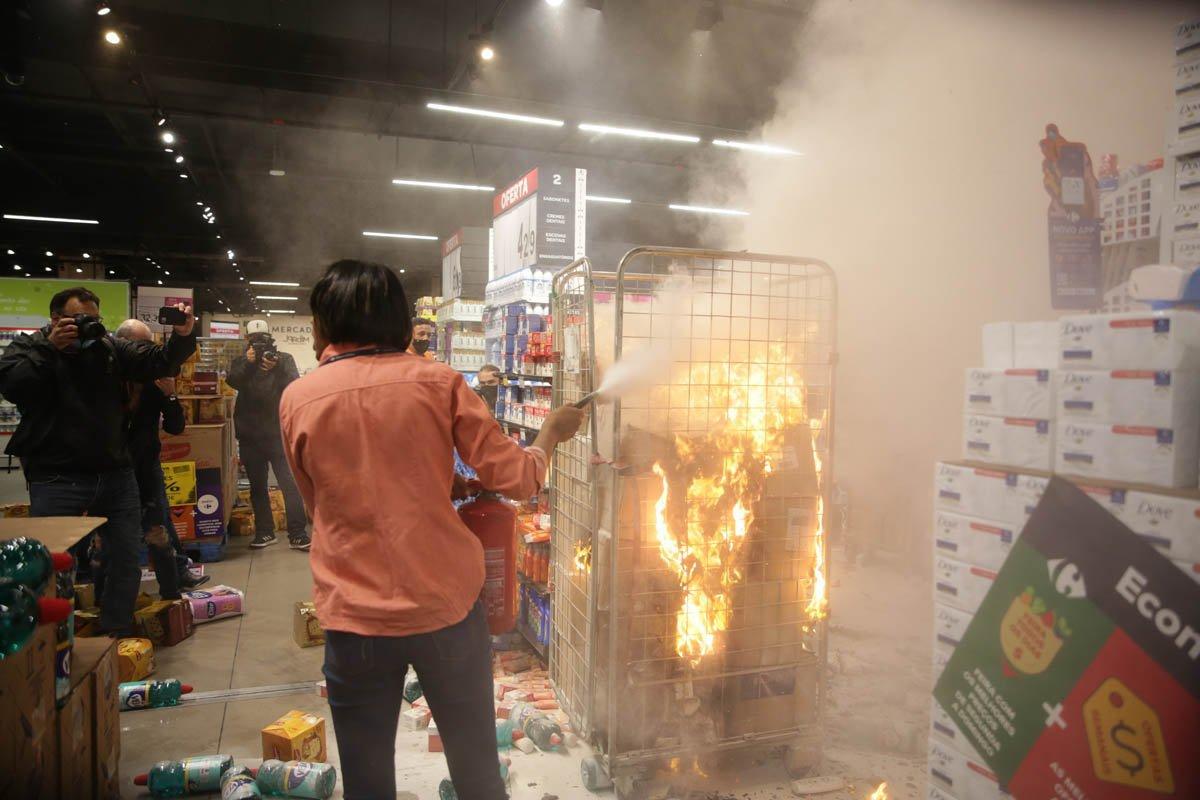 Carrefour: lojas são quebradas em protestos e CEO global se pronuncia | Exame