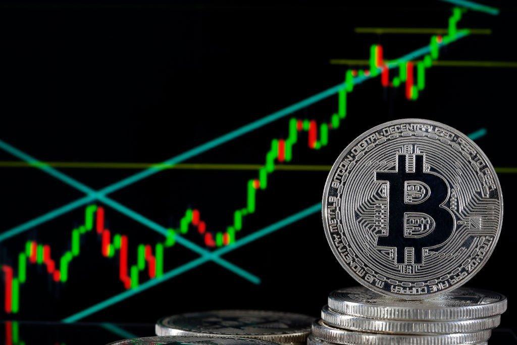 Análise: bitcoin sobe 13% na semana e pode atingir US$65 mil em breve
