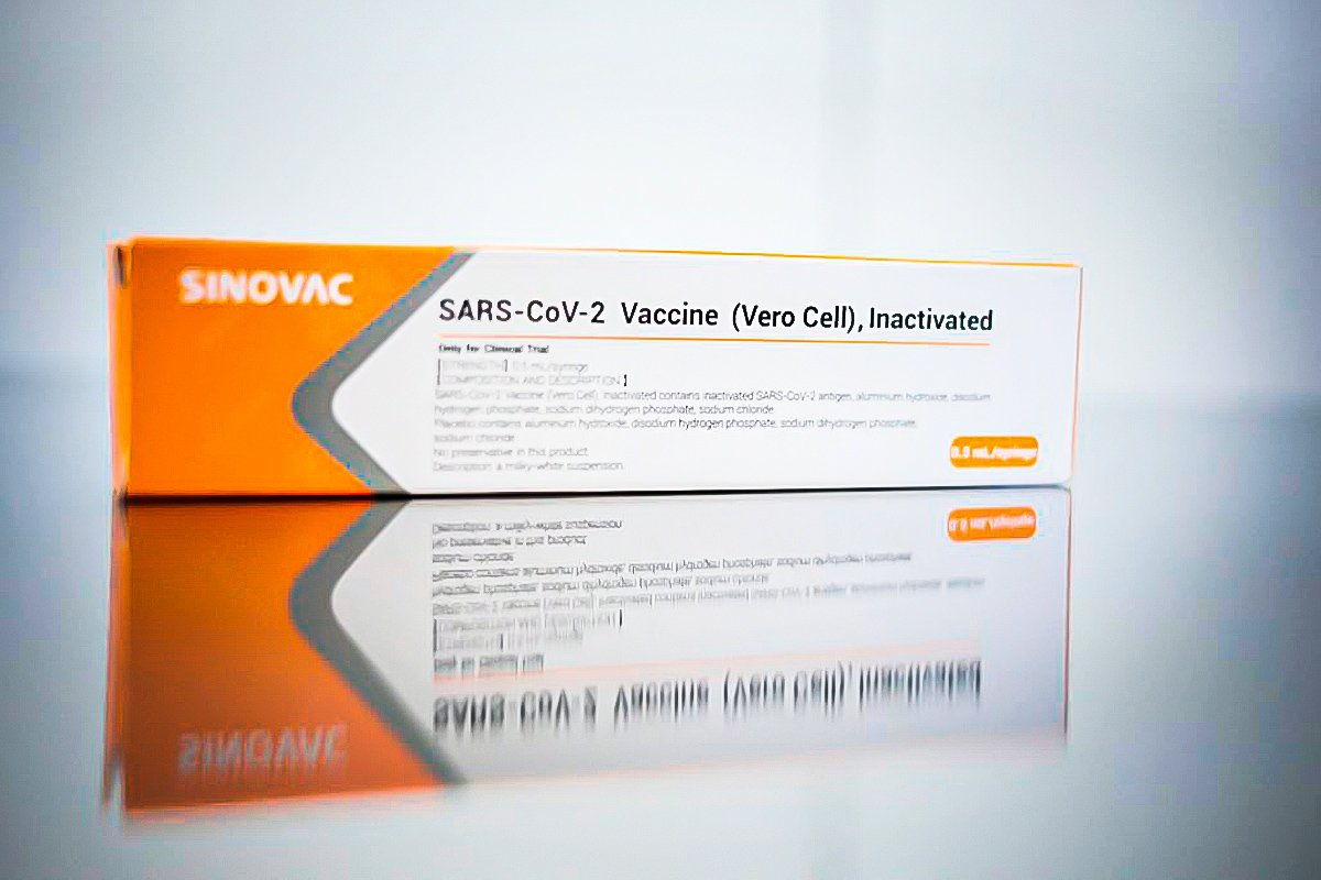 CoronaVac é segura e cria anticorpos em 97% dos voluntários, diz estudo