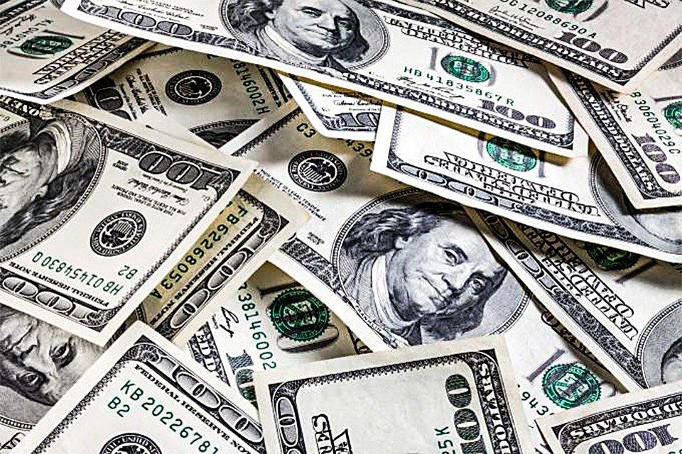 Moeda americana está pressionada no Brasil por causa de mudanças tributárias