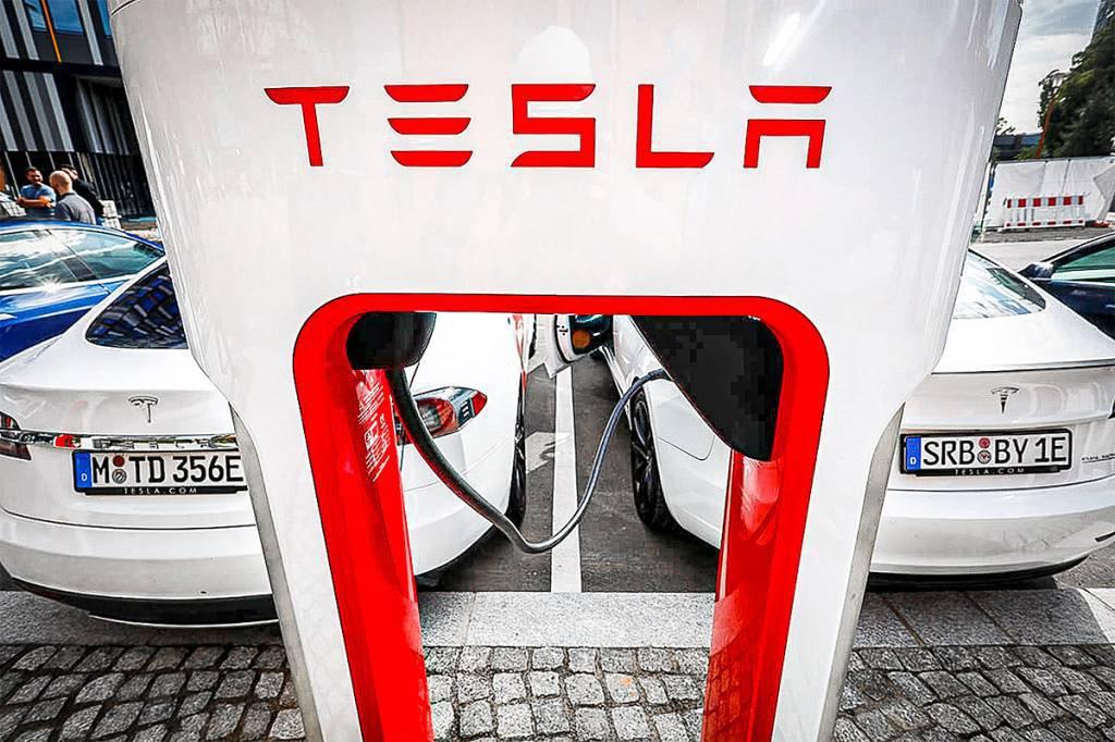 Tesla lança estação de carregamento rápido de carros elétricos em Berlim