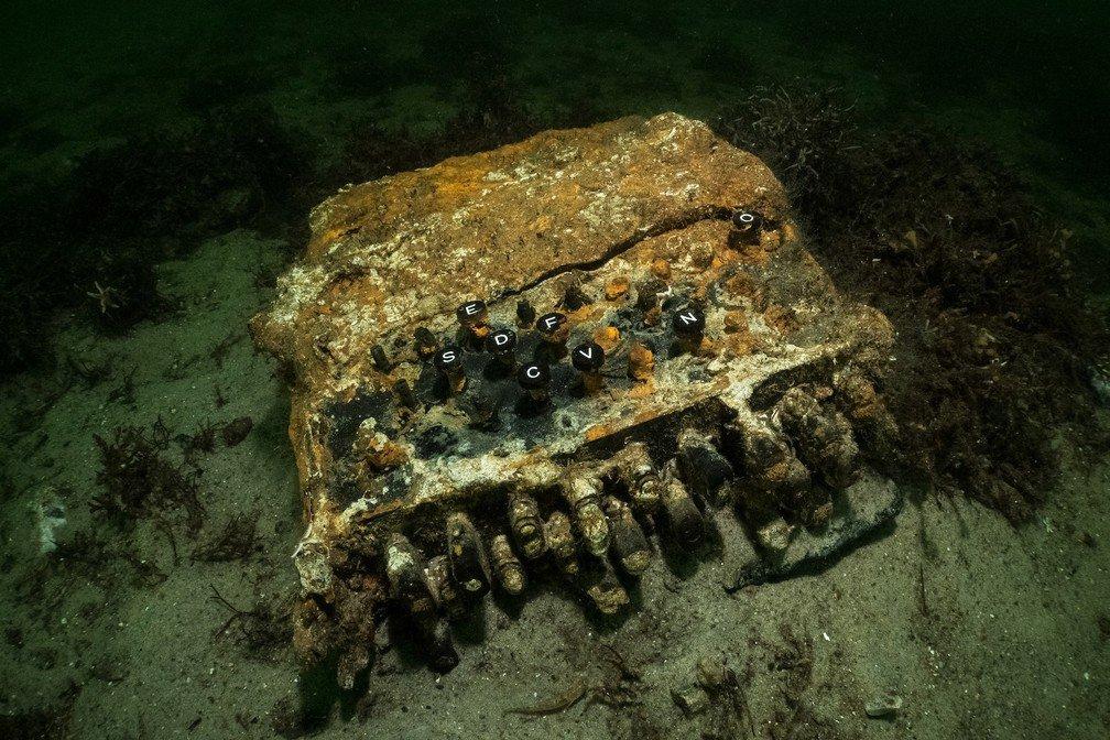 Máquina decodificadora Enigma foi encontrada no fundo do Mar Báltico por mergulhadores alemães
