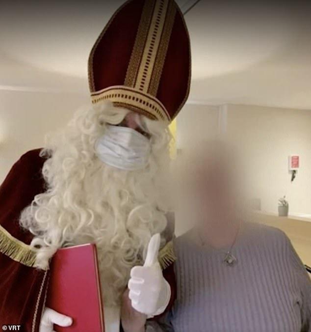 O asilo alegou que o distanciamento social foi monitorado, mas fotos mostram que o Noel ficou muito perto dos residentes idosos