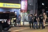Criminosos assaltam bancos em Criciúma, fazem reféns e deixam cidade sitiada
