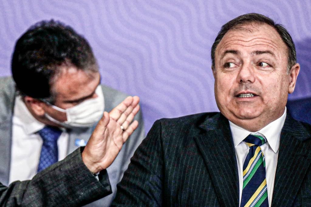 O Ministro da Saúde do Brasil, Eduardo Pazuello, reage durante cerimônia de anúncio de programa de imunização em massa contra coronavírus (COVID-19), no Palácio do Planalto, em Brasília, Brasil, em 16 de dezembro de 2020. Foto tirada em 16 de dezembro de 2020. REUTERS / Ueslei Marcelino