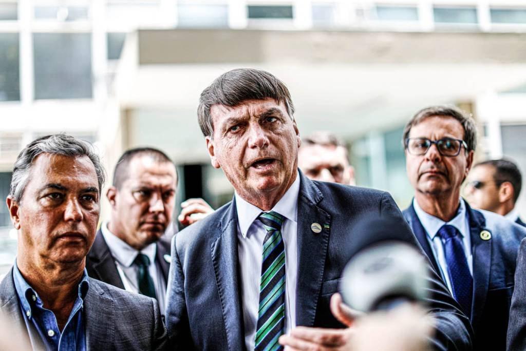 O presidente do Brasil, Jair Bolsonaro, conversa com jornalistas após reunião com o ministro da Economia, Paulo Guedes, em Brasília, 27 de janeiro de 2021. REUTERS / Ueslei Marcelino