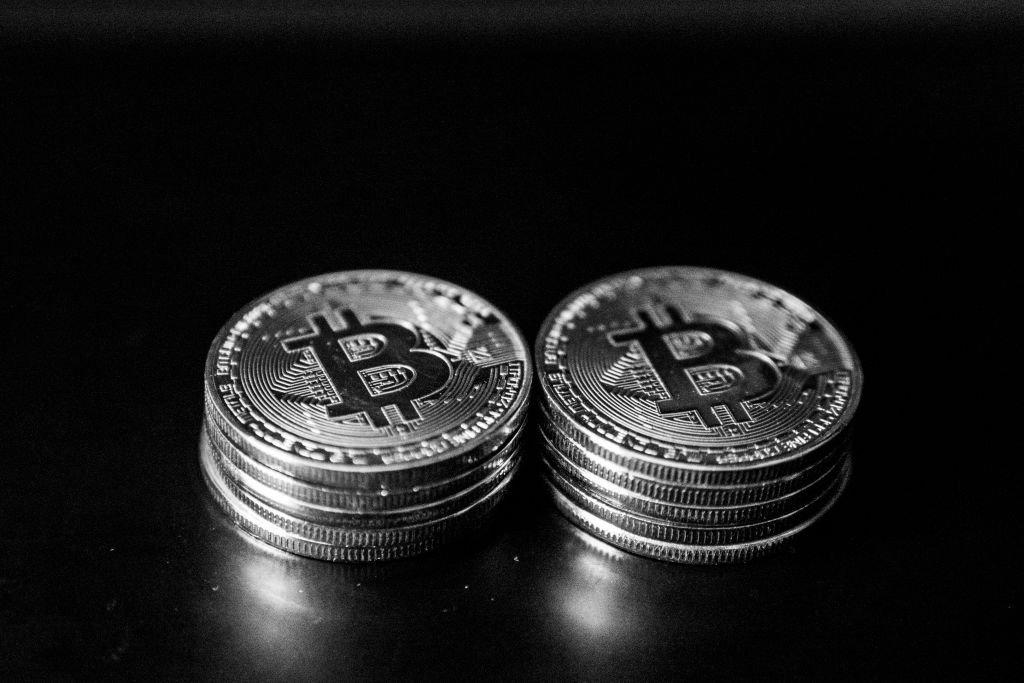 Investidor envia R$ 11 bilhões em bitcoin em um minuto e paga taxa de R$ 4