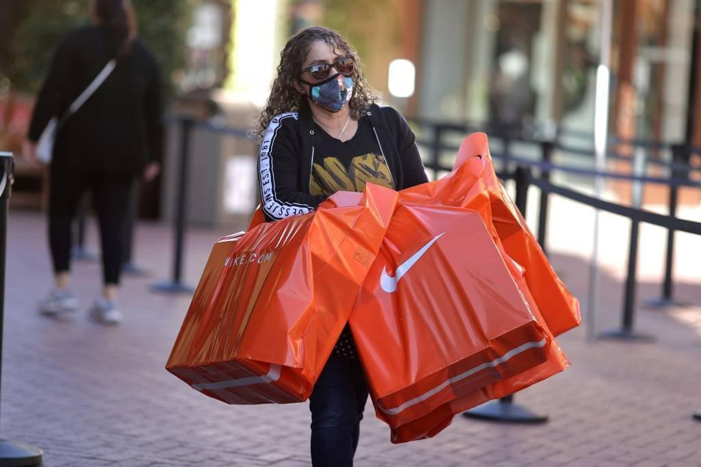Consumo e compras de produtos na pandemia em lojas nos Estados Unidos