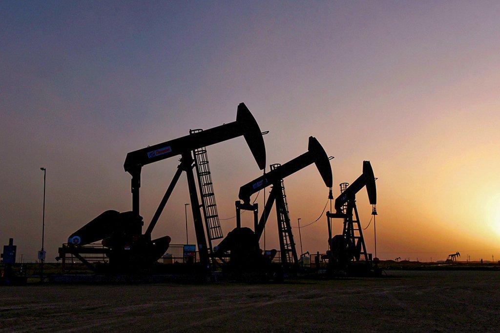 Equipamentos de extração de petróleo em campos terrestres